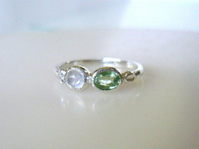 グリーントルマリンとムーンストーンの指輪の画像1枚目