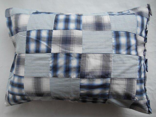 リボン付きかわいいパッチワークブルー枕カバーの画像1枚目