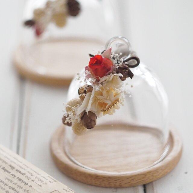 【トロッケンクランツ】プチガーランド付きガラスドーム アンティークレッドローズの画像1枚目