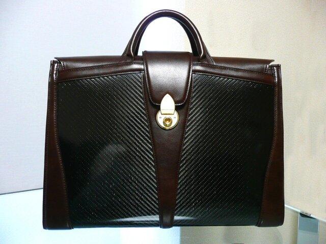 リアルカーボン製バッグ(ブラウン×金具ゴールド)の画像1枚目