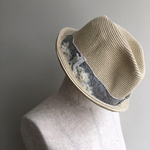 夏の帽子 切りっぱなしやレースなどでデコレーションの画像1枚目