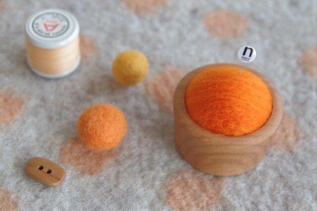 羊毛ピンクッション【針山】オレンジ色の画像1枚目