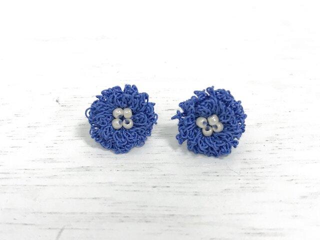 flower ピアス/イヤリング C  - コバルトブルー × オフホワイトの画像1枚目
