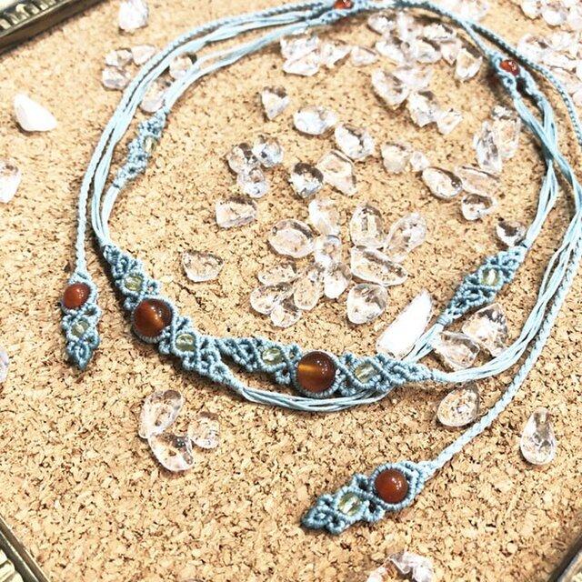 天然石のマクラメ編みネックレス【二連レース】ライトブルー系・カーネリアンの画像1枚目