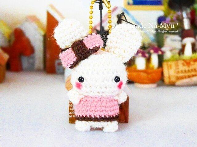 【受注制作】あみぐるみ★おリボン&Aラインワンピのウサギちゃん・S /ボールチェーンの画像1枚目
