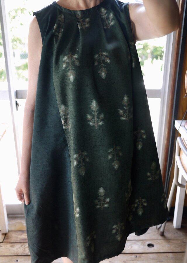 リメイク花柄紬と結城紬反物の正絹タックワンピースの画像1枚目