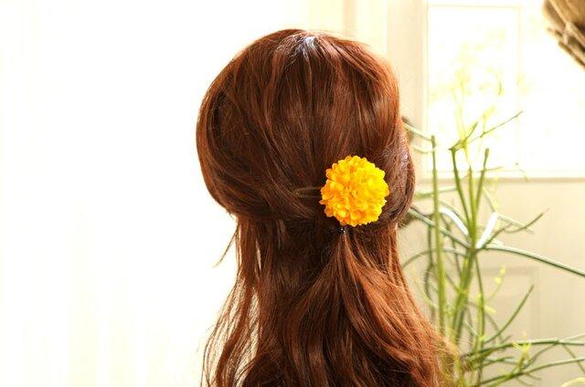 黄色いマムのヘアアクセの画像1枚目
