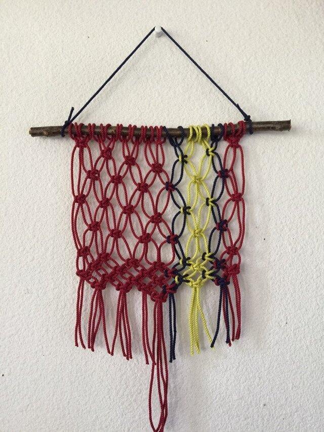 マクラメ編みタペストリー~木の枝とコットンコードでの画像1枚目