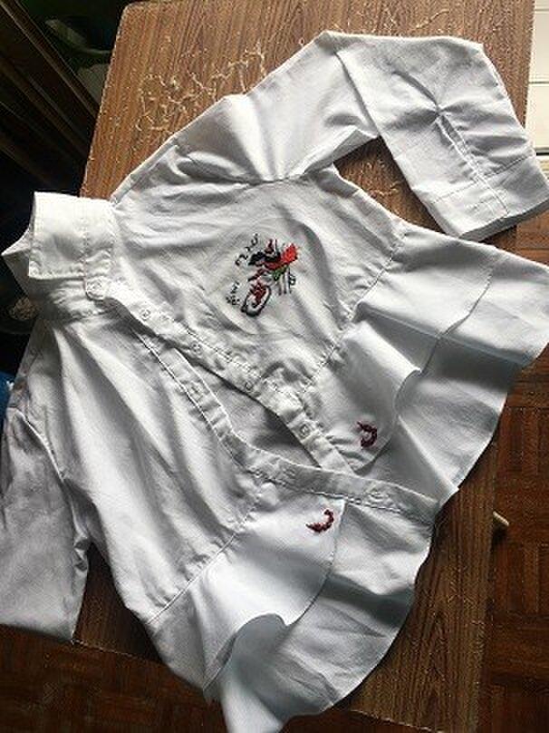 長袖シャツ タイ風お嬢さん刺繍の画像1枚目