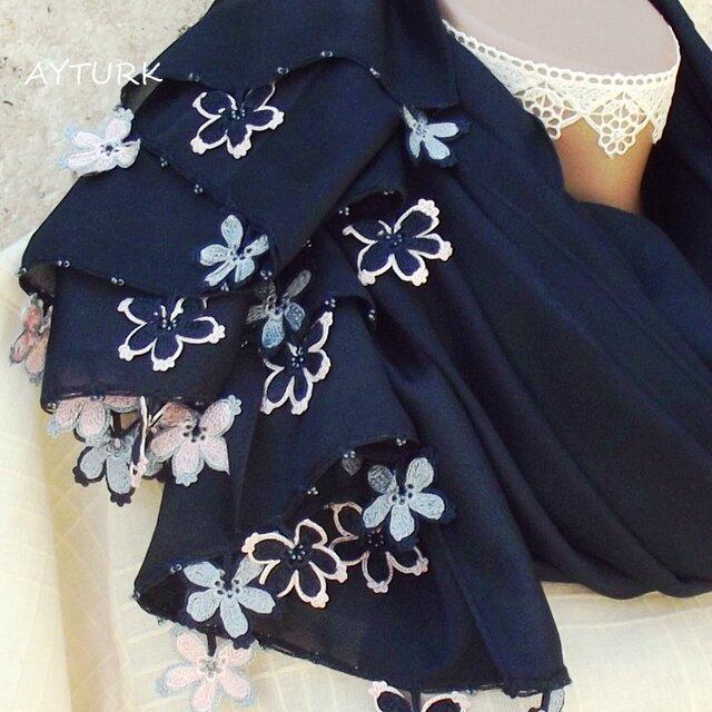 【再販】レースの花付き シルキーコットンストール「桜/2辺」ネイビーの画像1枚目