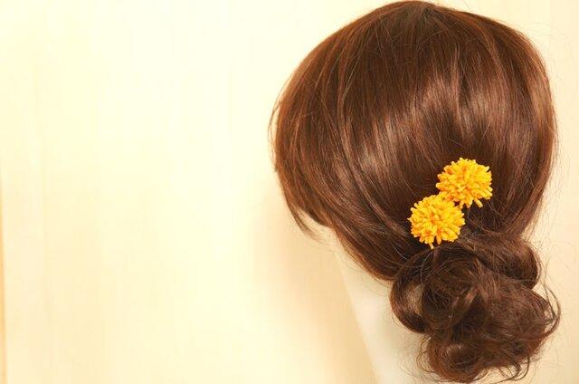 山吹色マムのヘアアクセ Uピン2個セットの画像1枚目