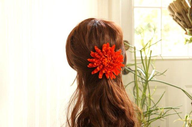 オレンジ大輪マムのヘアアクセの画像1枚目