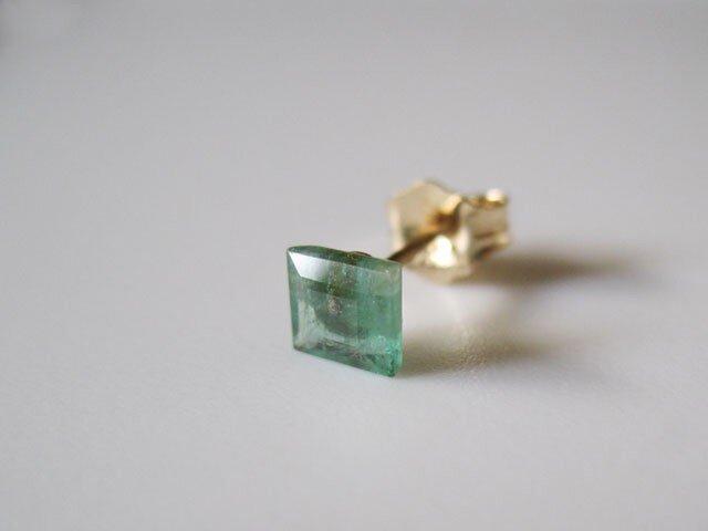 エメラルドのルースピアス nudy jewel series 片耳  14kgfの画像1枚目