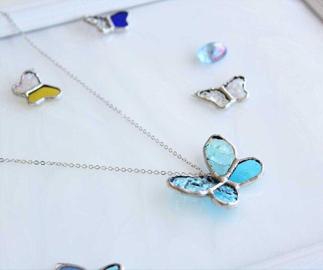 ステンドグラスのネックレス【青い蝶】の画像1枚目
