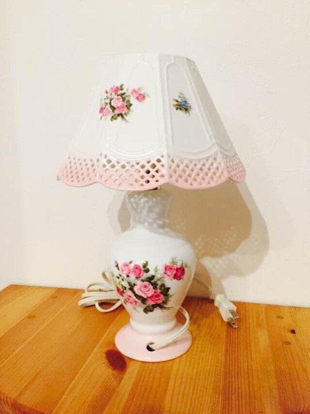 陶器製 薔薇のランプ アンティーク調 ルームライト テーブル 卓上の画像1枚目