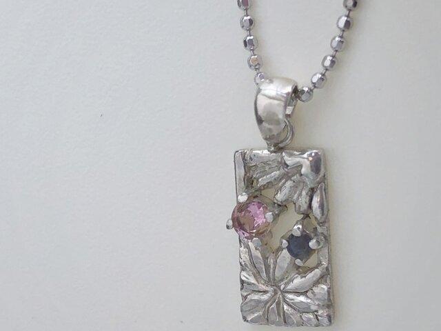 Flower cardのネックレスの画像1枚目