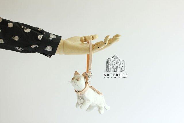 白猫のキーポーチ Gattina Baffi(ガッティーナバッフィ)イタリア製シュリンクレザー使用の画像1枚目