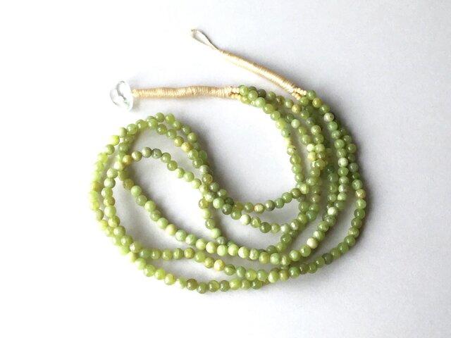 黄緑色の3連ネックレス【受注制作】/ アイドクレース, 天然石の画像1枚目