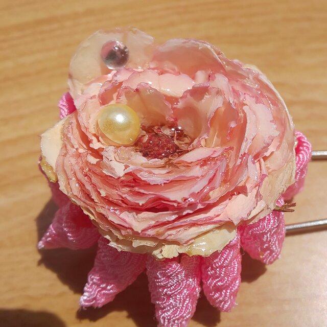[浴衣に‼️]天然バラと京ちりめんのつまみ細工のスカーフピンの画像1枚目