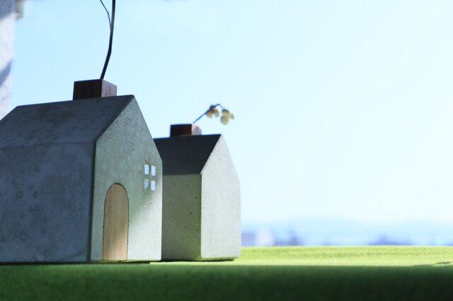 トビラのある煙突ハウスの一輪挿しの画像1枚目