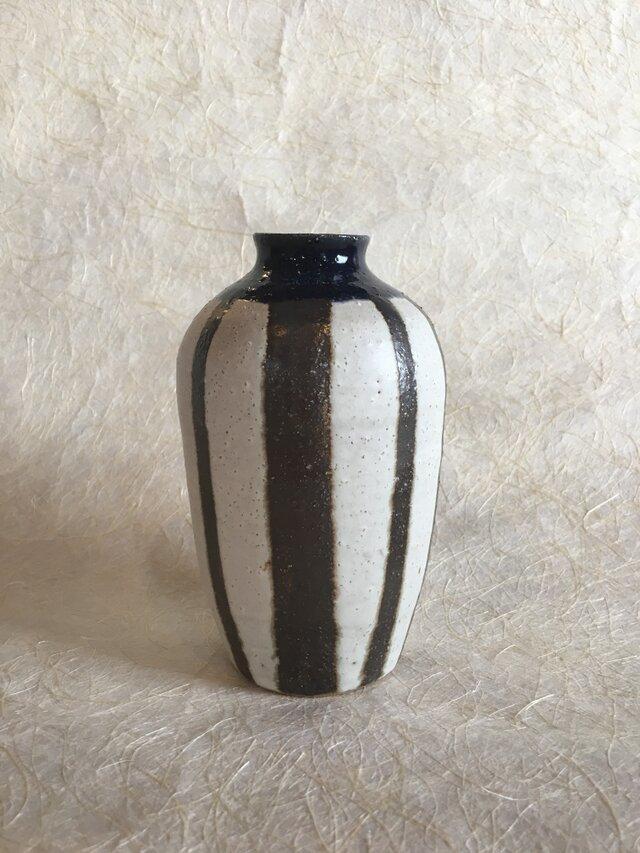 黒白縞々花器の画像1枚目