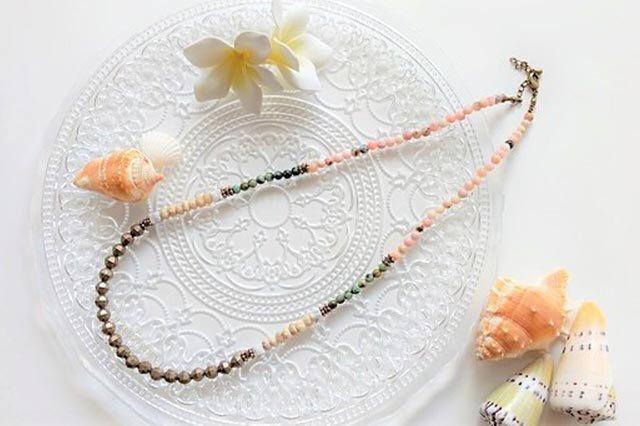 ピンクオパールのネックレスの画像1枚目