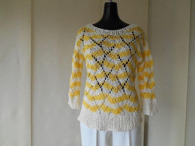 黄色と白の透かし編みボーダーセーターの画像1枚目