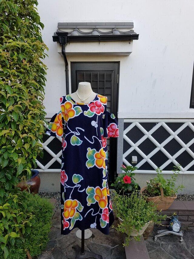 着物リメイク 手作り かわいらしい椿の柄 浴衣 オフショルダー ワンピース お祭り 盆踊りなどにの画像1枚目