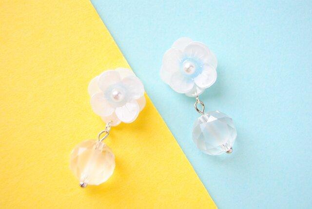 小花とドロップガラスのイヤリング/ ピアスの画像1枚目