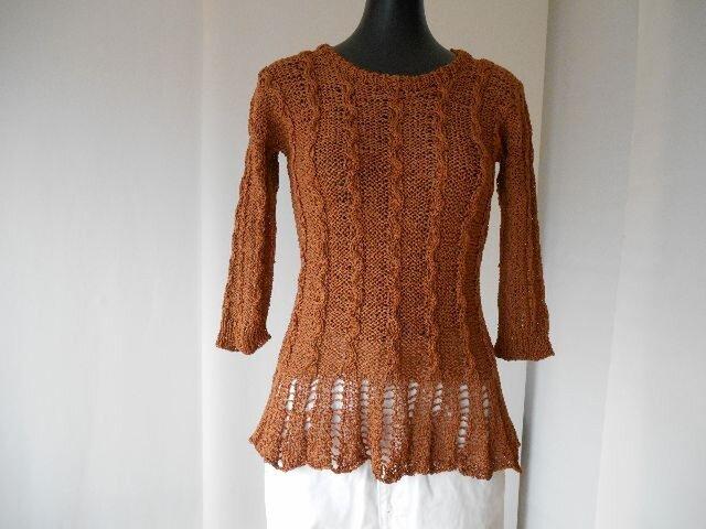 茶の模様編ペプラムセーターの画像1枚目