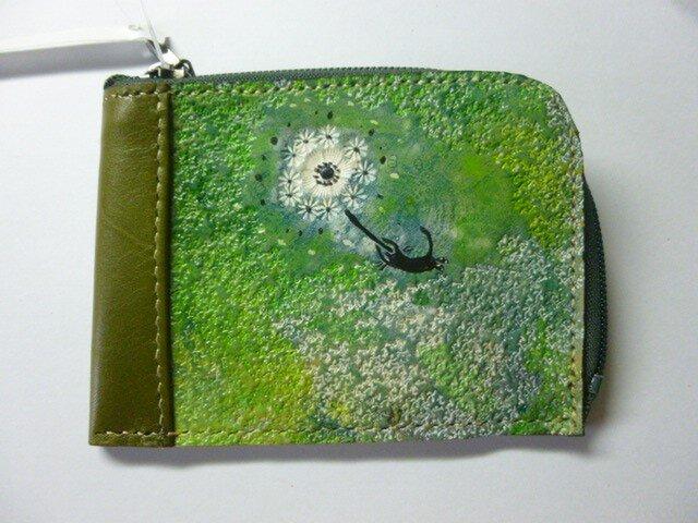 栃木レザー 革 二つ折り財布★グリーン 緑 タンポポにのる黒猫の画像1枚目