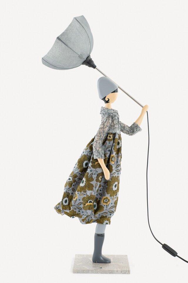 風のリトルガールおしゃれランプ Marjory スタンドライト 受注製作 送料無料の画像1枚目