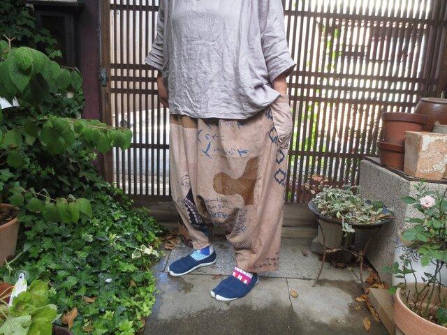 手ぬぐいリメイク☆柿渋染め鉄媒染で面白絵柄のサルエルパンツ♪の画像1枚目