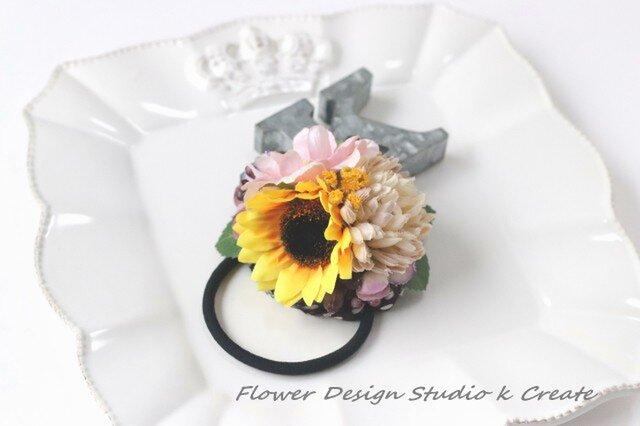 ひまわりとピンクの薔薇のヘアゴム お花のヘアゴム 髪飾り バラ ベージュ ひまわり ヘアアクセサリーの画像1枚目