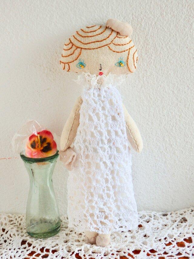 白いレースのドレス(お嬢さん)の画像1枚目