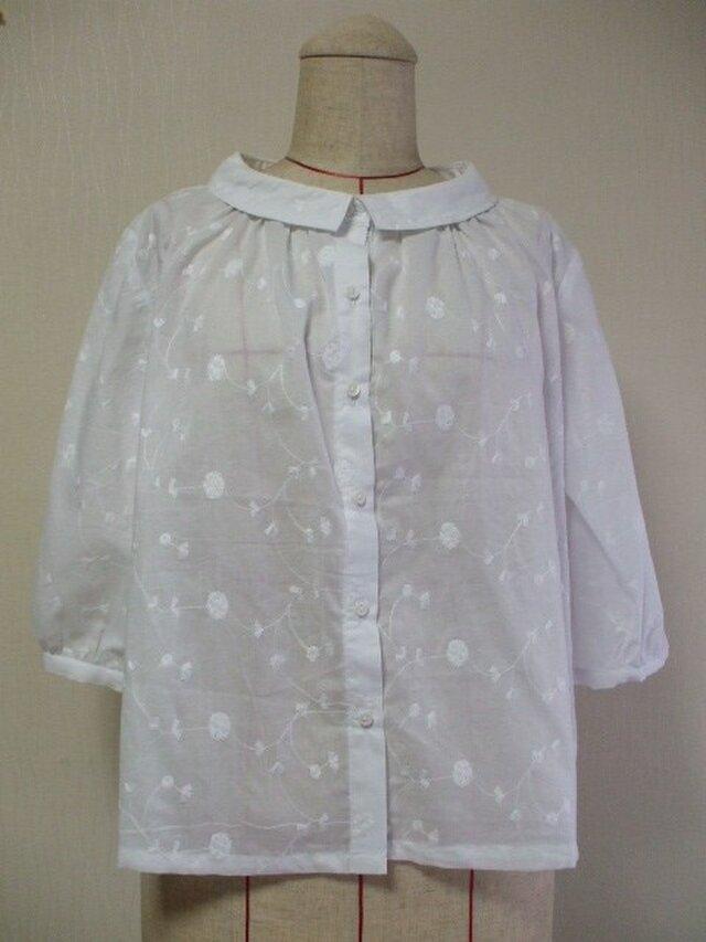 花柄刺繡ステッチ入りレース生地 小さいショールカラーのブラウス M~Lサイズ 白 受注生産の画像1枚目