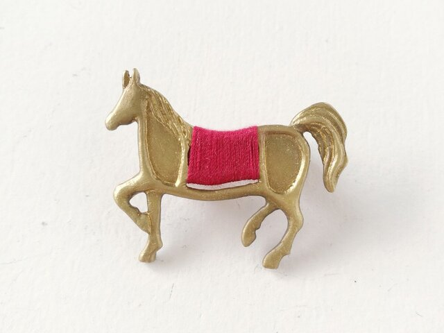 馬ブローチ(赤)の画像1枚目