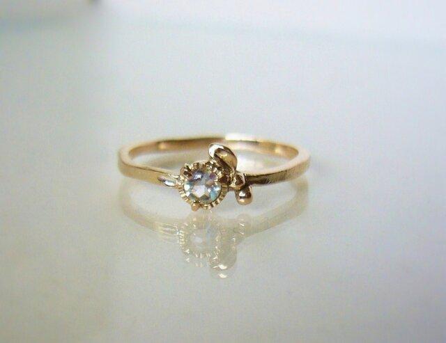 ブルームーンストーンの小さいお花の指輪の画像1枚目