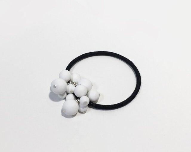 マットな球体の粒々ヘアゴムの画像1枚目