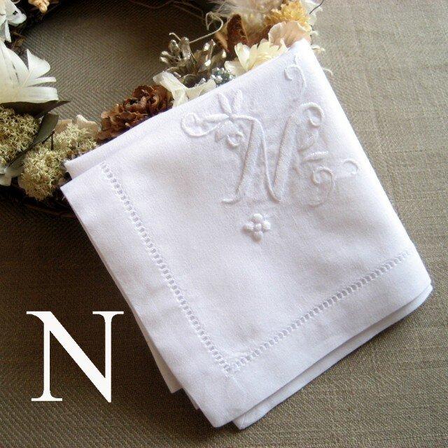 Aging手刺繍イニシャルハンカチ ホワイトNの画像1枚目