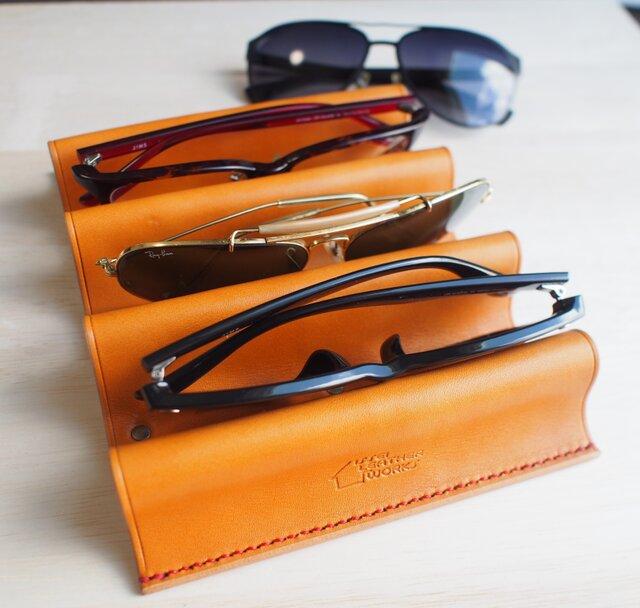 【新作】アイウェアスタンド メガネ置き 【名入れ・選べる革とステッチ】の画像1枚目