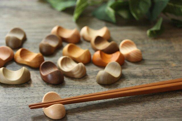 木の箸置き 豆形 ミニサイズ 木の種類いろいろ5個セットの画像1枚目