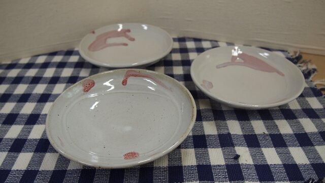 チョット変形した小皿の画像1枚目