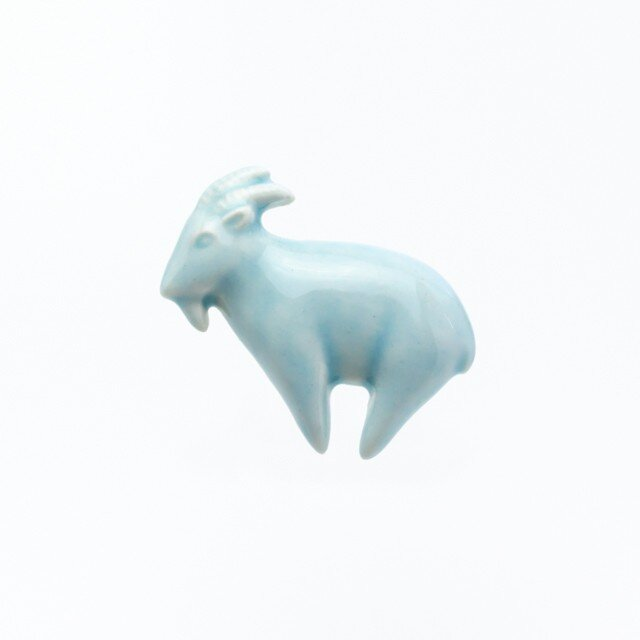 陶器ブローチ ヤギ(ブルー)の画像1枚目
