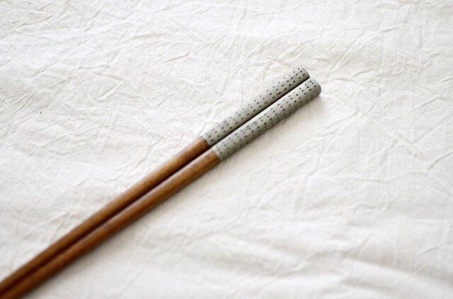 【受注制作】錫模様・拭き漆箸(ドット・茶)<21cm or 23cm>の画像1枚目