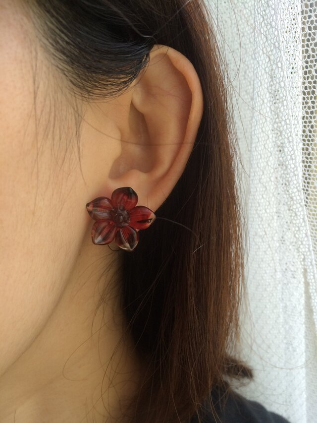 red flower イヤリング・ピアスの画像1枚目