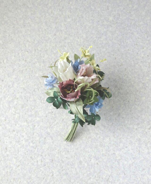 チューリップの花束 クリーム星のお花と * シルク絖製等 * コサージュの画像1枚目