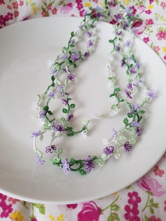 小花の3連ネックレスの画像1枚目