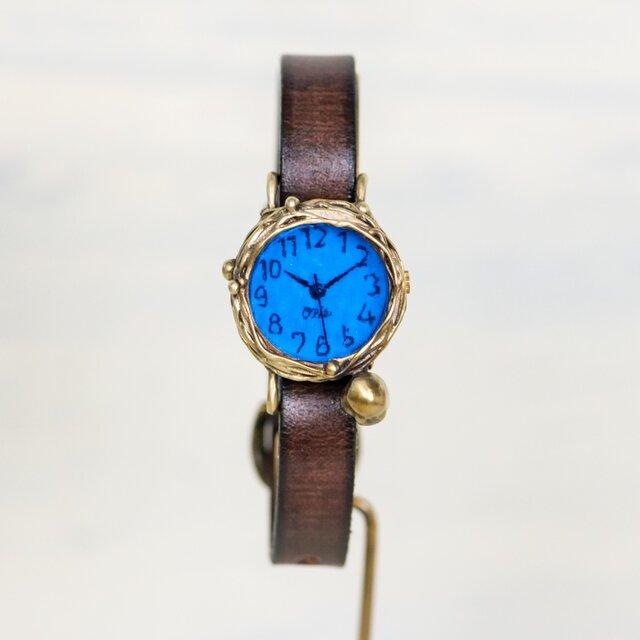 世の中の静寂を見つめるフクロウ腕時計S深青の画像1枚目
