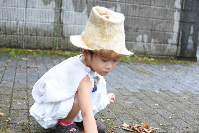 kids ハット felt 〜淡黄 × 茶〜 【リバーシブル対応】(2歳〜6歳頃)の画像1枚目